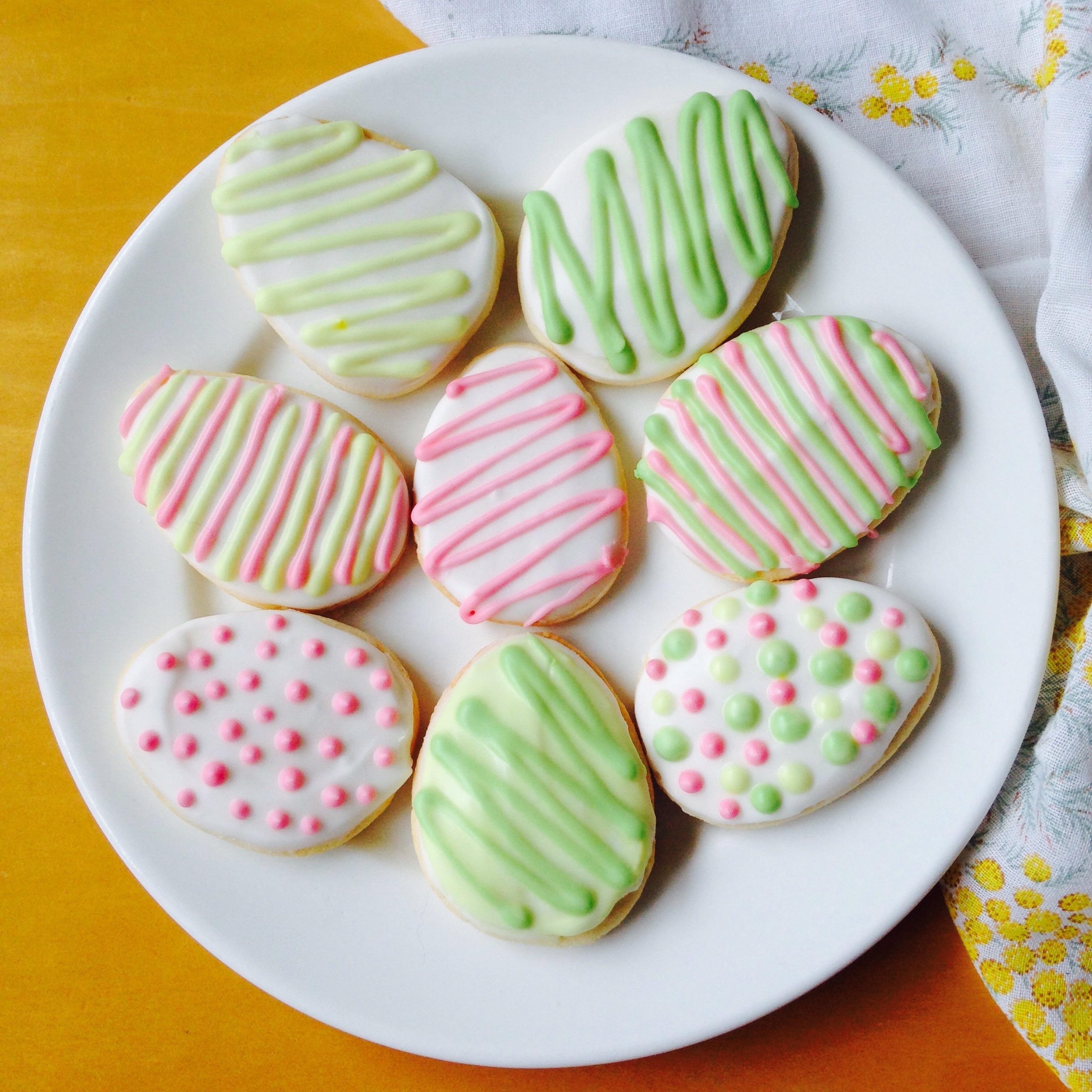 Gluten free easter vanilla sugar cookies with royal icing titchy they would also make a beautiful easter gift for anyone you know who isnt keen on chocolate gluten free vanilla sugar cookies negle Image collections